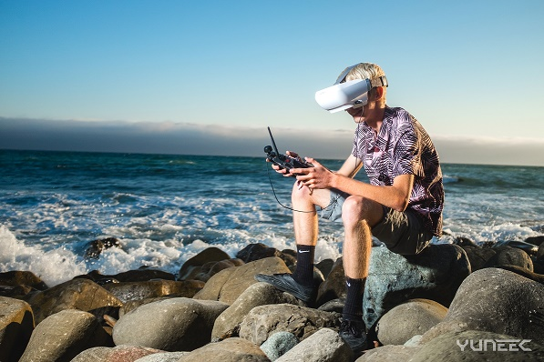 SkyView-Lifestyle3 Yuneec Rolls Out New FPV Headset for Drone Operators