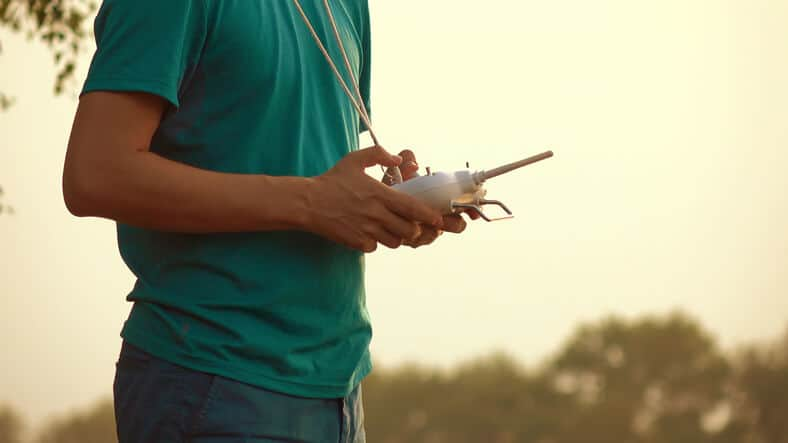 drone-operator-remote-control DJI Comes up with a New Way to Identify Drone Owners