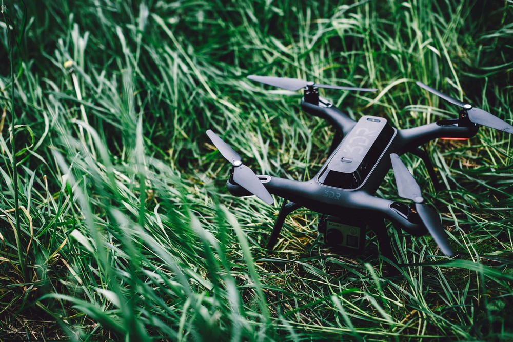 1057_solo_ground 3D Robotics Rolls out the 'Solo' Smart Drone