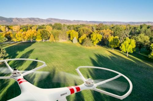1370_dji_phantom_over_field Congressman Urges FAA to Require Drone Geo-Fencing in Final Rules