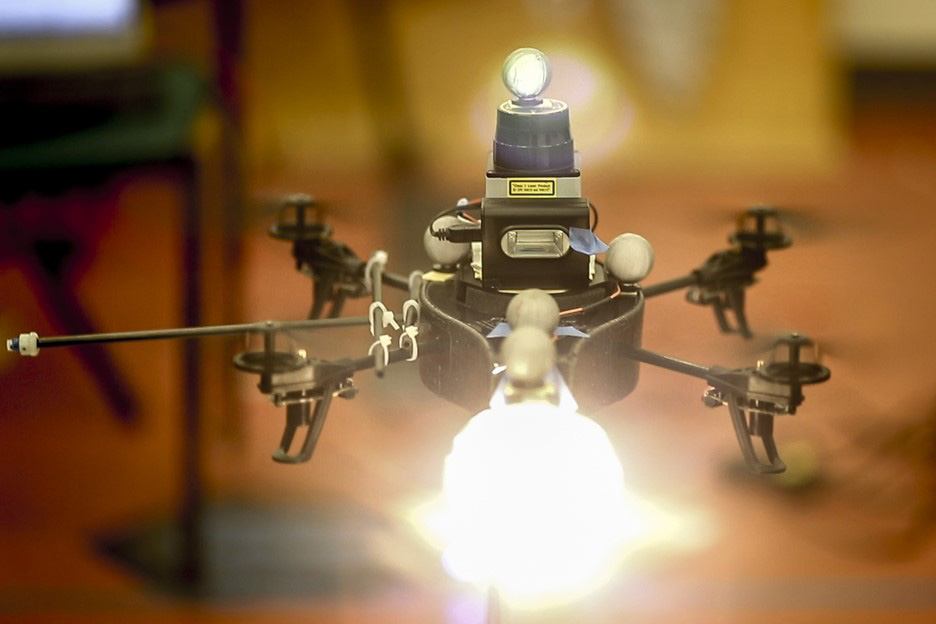 423_mitnews_dronegaffer_01 MIT, Cornell Researchers Invent UAS That Sets Light for Photographers