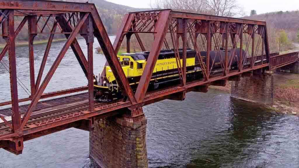 railroad-truss-bridge UAV Carries out Extensive Inspection of Railroad Truss Bridge